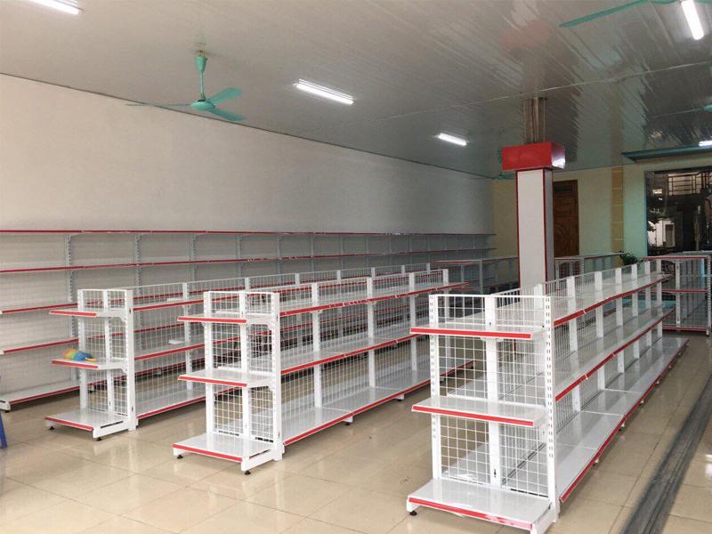 Cách sắp xếp hàng hóa lên kệ sắt siêu thị