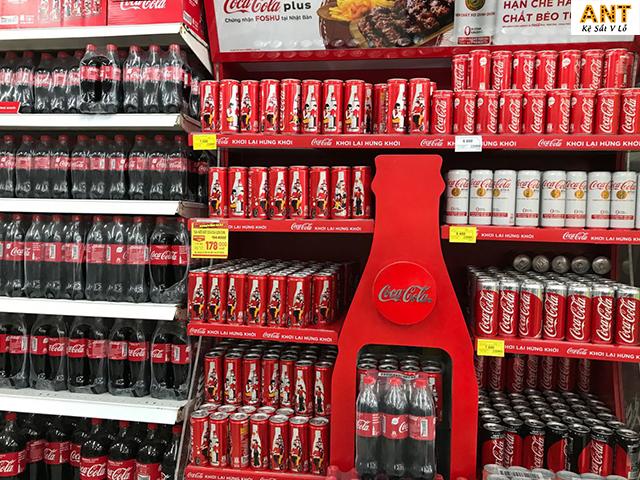 Kệ trưng bày nước ngọt tại các siêu thị, cửa hàng lớn