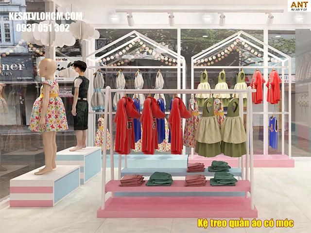 Kệ trưng bày quần áo có móc treo