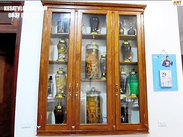 Kệ gỗ trưng bày bình rượu ngâm đẹp mắt
